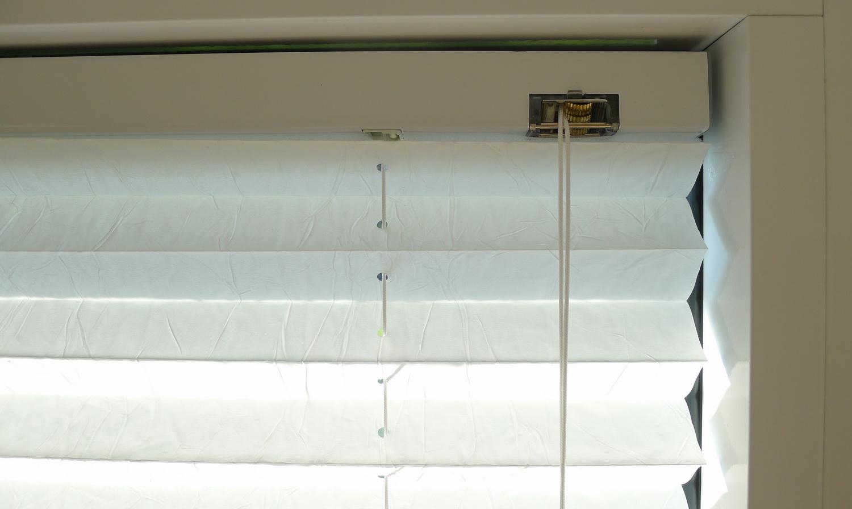 plissee mit schnurzug fertig konfektioniert nach ma f ldessy sonnenschutzsysteme. Black Bedroom Furniture Sets. Home Design Ideas