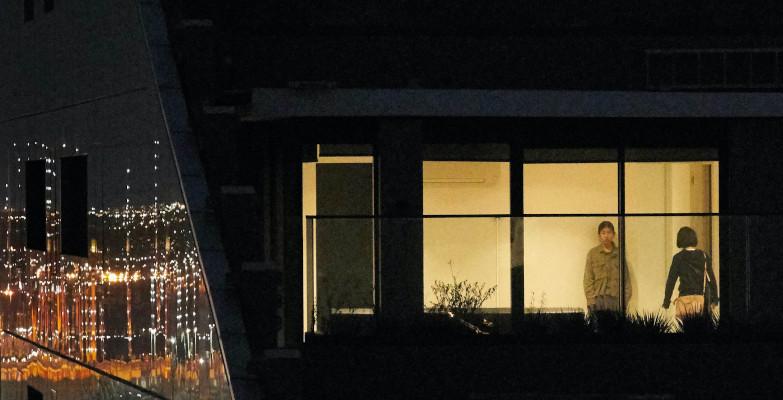 Nachbarn gegenüber: Blickdichtes Rollo schützt vor Blicken