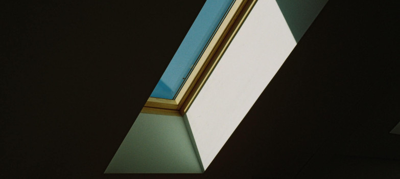 Verdunklung: Plissee am Dachfenster als Hitzeschutz einsetzen